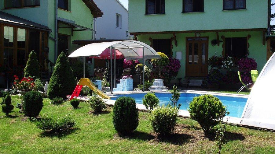 Ubytovanie Paradise - bazén a upravená záhrada